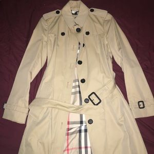 MOVING 📦 Burberry Trench 🧥🖤